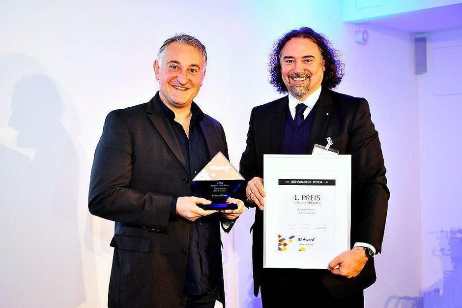 1.Preis Print & Online an Franco Orlando (li.) von Bike Sport World mit Laudator Andreas Seltmann von Hekatron (Foto: Thomas Kunz)