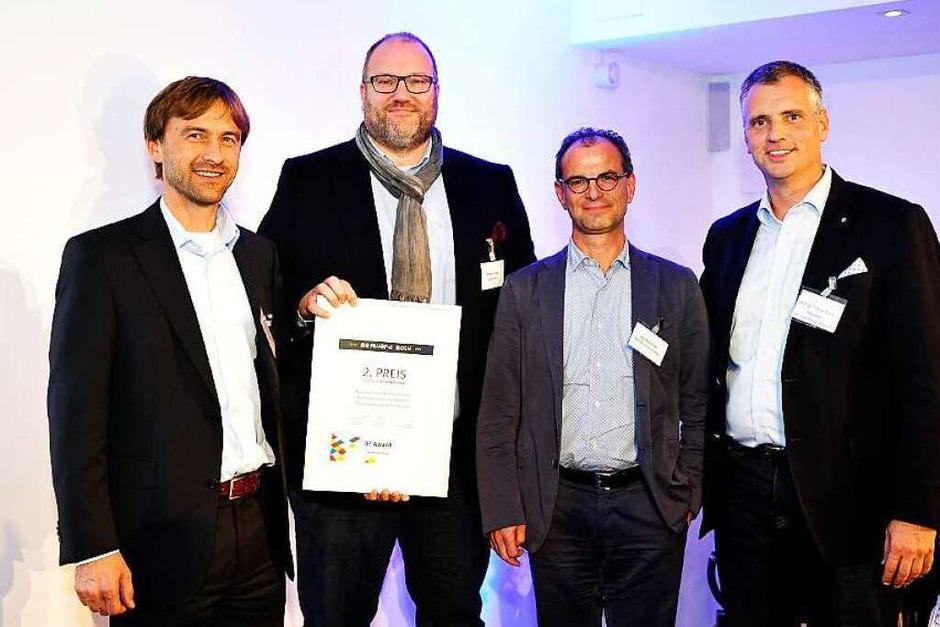 2.Platz Print & Online an Christian Haberberg, Andreas Stauss (beide Stauss Immobilien) und Axel Münchrath - Die Werbeschmiede, hier mit Laudator Thomas Breyer-Mayländer (Foto: Thomas Kunz)