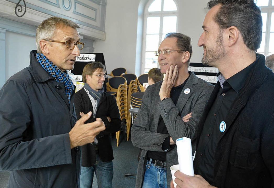 Armin Schuster (li.) im Gespräch mit Geschäftsführer Thorsten Blank (re).  | Foto: Barbara Ruda