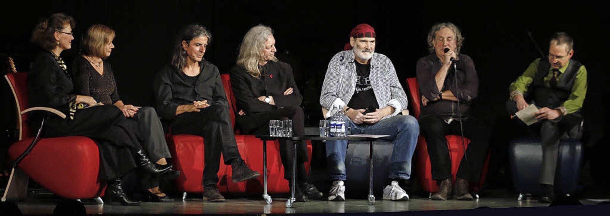 Mitglieder der ehemaligen DDR-Band und...Thorsten Mietzner – im Gespräch   | Foto: Heidi Fössel