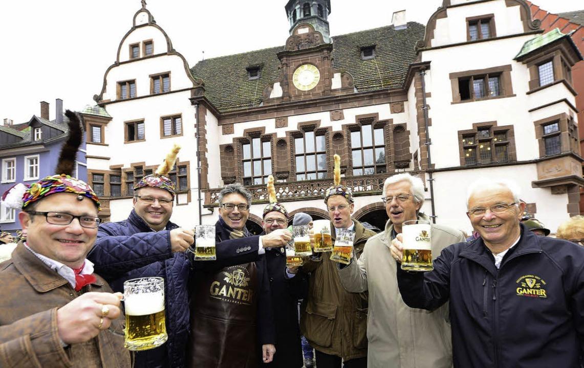 Gute Laune auf dem Rathausplatz: Mit d...Jahreszeit offiziell eröffnet worden.   | Foto: Ingo Schneider