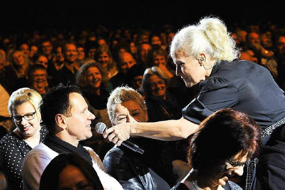 Die Entertainerin wagt sich gerne ins Getümmel (Foto: Hans-Peter Müller)