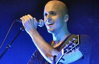 Warum Milow beim Konzert in Freiburg über sich selbst lachen konnte