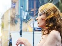 Performance in Freiburg: Alte, nackte Haut zum Abschluss