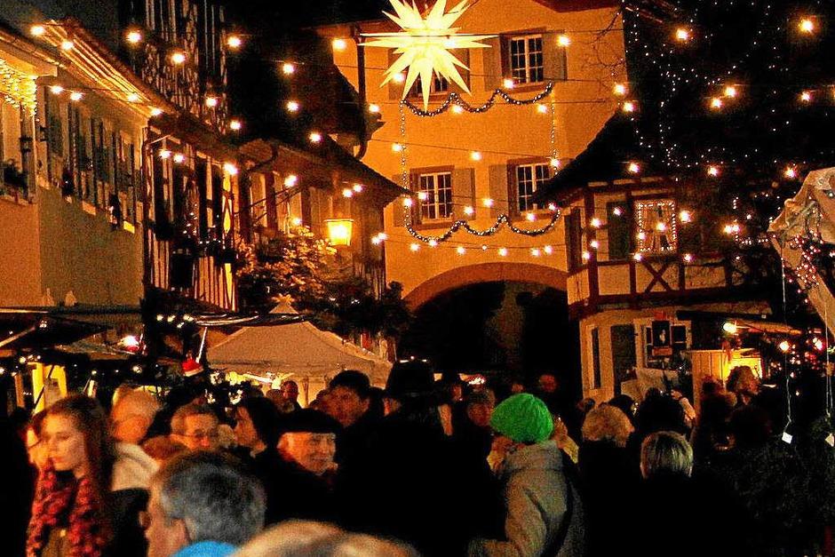 Impressionen vom 21. Vogtsburger Weihnachtsmarkt in Burkheim (Foto: Herbert Trogus)