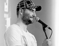 """Frohe Reimnachten"": Poetry-Slam im Burghof"