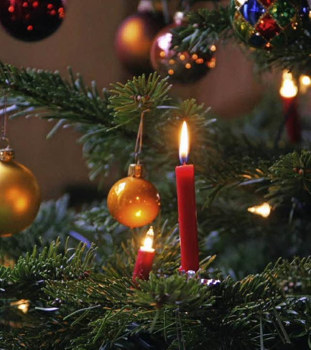 An Weihnachten glänzt nicht immer alles.  | Foto: Susanne Ehmann/dpa
