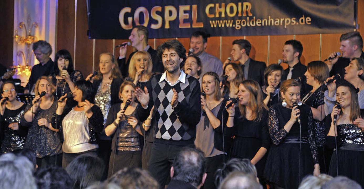 Die Freude am Singen ist Chorleiter Fr... und dem Chor ins Gesicht geschrieben.  | Foto: Bernhard Rein, Bernhard Rein