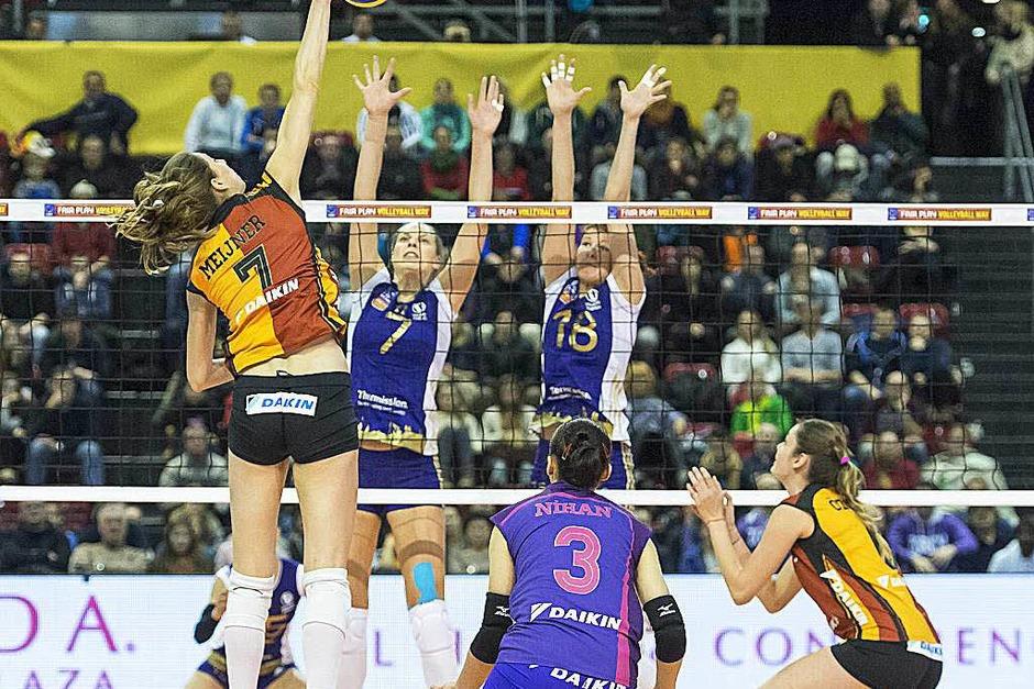 Die 26. Auflage: Volleyball-Weltklasse in der Basler St. Jakobshalle. (Foto: dpa)