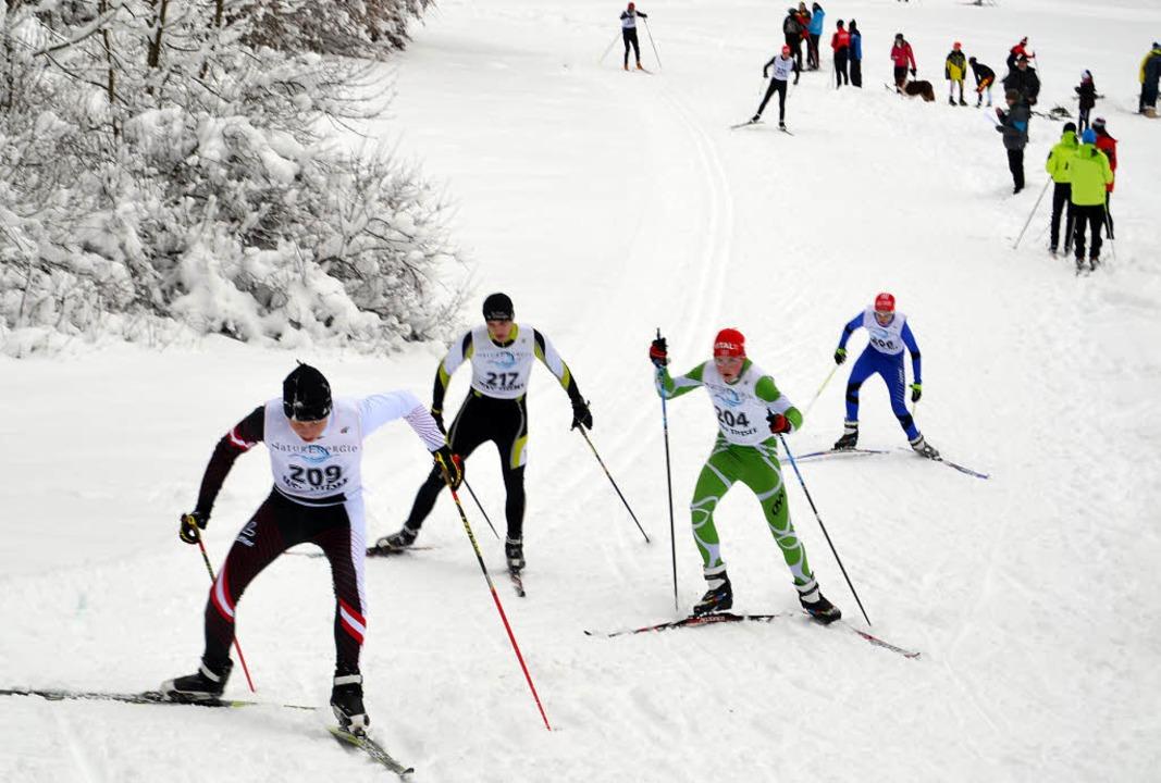 Kraftakt: Viele Langläufer standen  am...enden Winter auf den schmalen Latten.     Foto: helmut junkel