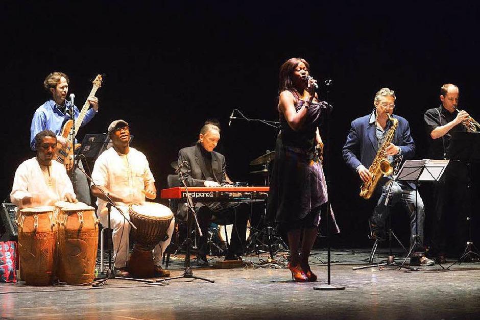 Ritmo Jazz Group mit Sängerin Raymaluz (Foto: Barbara Ruda)