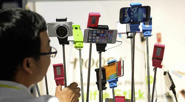 selfie sticks sind kommerziell immer erfolgreicher panorama badische zeitung. Black Bedroom Furniture Sets. Home Design Ideas