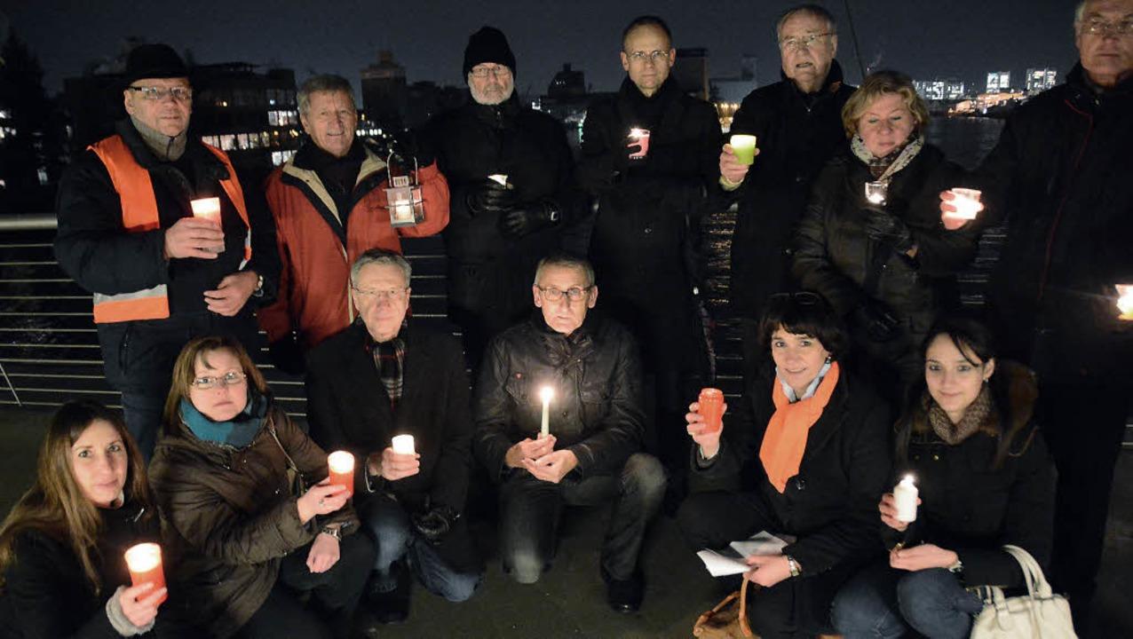 Lichter der Hoffnung auf der Dreilände...i der Mahnwache des CDU-Stadtverbands   | Foto: Lauber