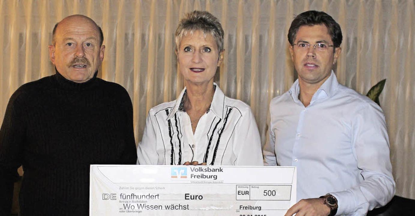 Einen Scheck über 500 Euro überreichte...ks Ulf Klumpp, pädagogischer Beirat.    | Foto: Privat