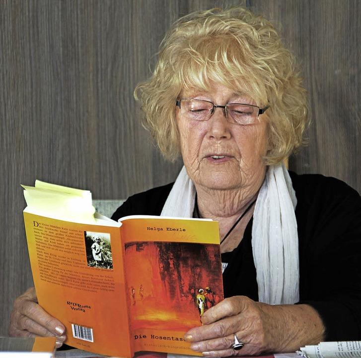 Helga Eberle bei ihrer Lesung in der Villa artis in Heitersheim    Foto: model