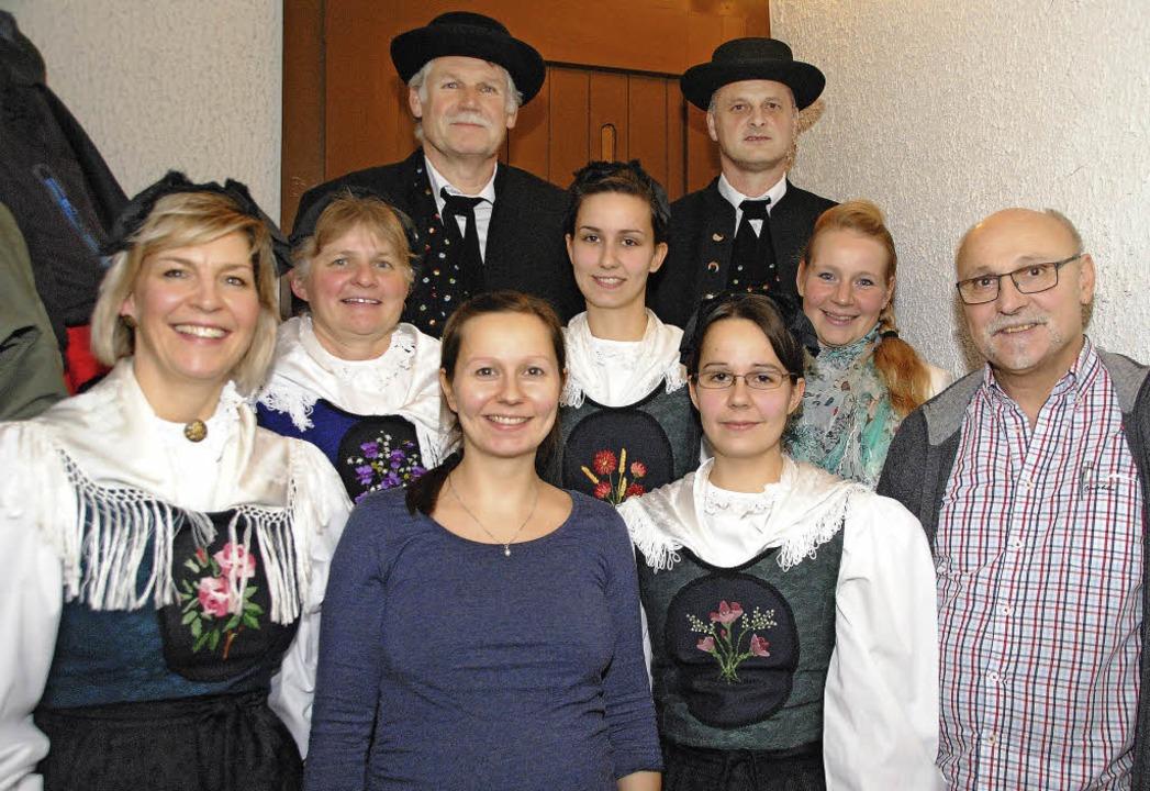 Der Vorstand der Egringer Trachtengrup...itter, Ronja Wenk und Axel Hildenbrand  | Foto: sedlak
