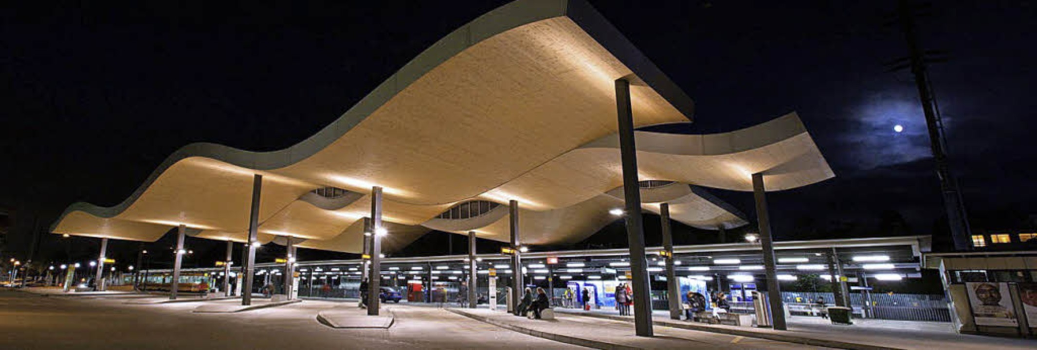Faszination Holzleimbau: Hier das Dach des Busbahnhofs  Dornach/Arlesheim.   | Foto: Markus Ruf/ZVG