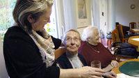 Ältere helfen Alten