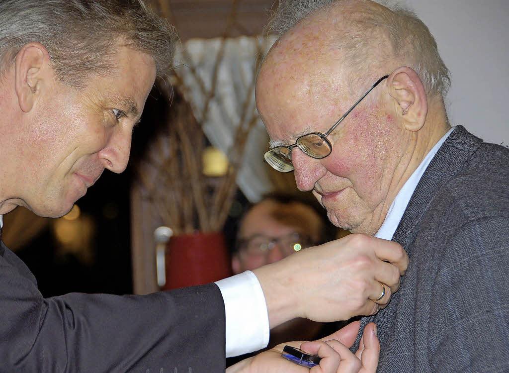 <b>...</b> Schüle <b>Alois Oberhauser</b> für 60 Jahre Mitgliedschaft bei der CDU ehren. - 99709404