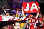 """Fotos: SC Freiburg und Befürworter feiern """"Ja"""" zum Stadion"""