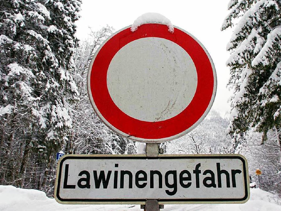 Im Schwarzwald ist die Lawinengefahr aktuell sehr hoch.  | Foto: dpa