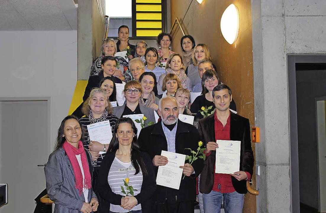 Die frisch gebackenen Elternmentoren h...chule ihre Urkunden entgegengenommen.   | Foto: ZVG