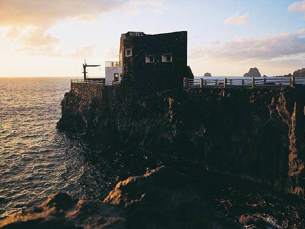 In Las Puntas steht ein Hotel, das mit seinen nur vier Zimmer als kleinste Herberge der Welt im Guinness-Buch der Rekorde gelistet war.