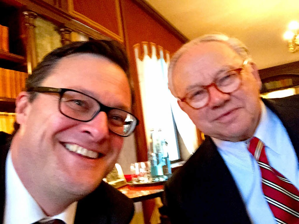 Hubert Burda und BZ-Redakteur Holger Knöferl im Selfie.  | Foto: Holger Knöferl