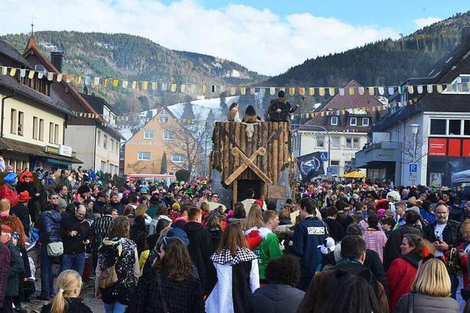 Kunterbunt ging es zu beim Fasnetumzug in Buchenbach. (Foto: Markus Donner)