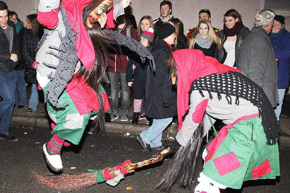 Monster, Hexen Teufel: Beim Maulburger Nachtumzug sind schaurige Gestalten unterwegs. (Foto: Anja Bertsch)