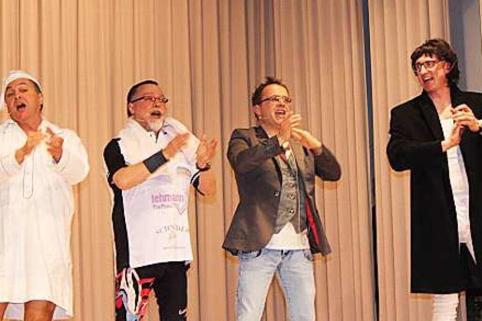 Ein kurzweiliges Programm auf der Bühne brachte das Publikum in Lenzkirch zum Lachen. (Foto: Dennis Wipf)