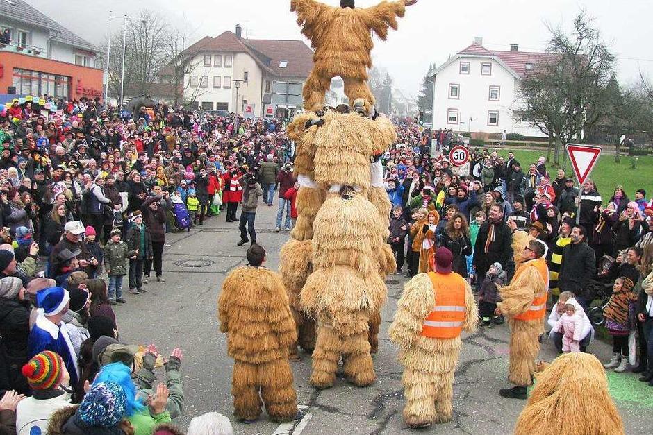 Große und kleine Narren hatten am Sonntag ihren Spaß beim Fasnetsumzug in Münstertal. (Foto: Manfred Lange)