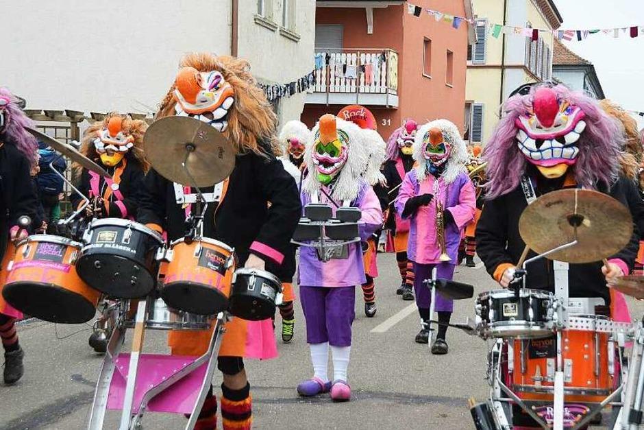 Forchheim: Ein musikalischer Farbtupfer, die Pfaffenweiler Rockmusik Schnecke-Blärer. (Foto: Roland Vitt)
