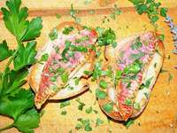 Rotbarbenfilets auf ger�stetem Brot – so geht's