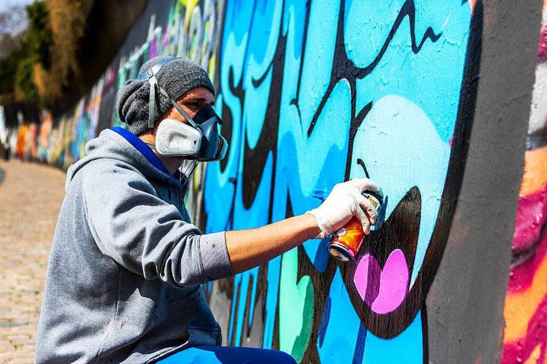 Ein Freiburger Sprayer in Aktion    Foto: Huber Carlotta