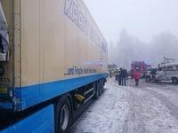 Laster �berholt bei Gl�tte auf dem Feldberg - ein Toter