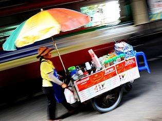 Bangkok: Stra�enh�ndler in Not