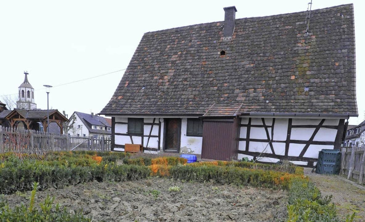 Verwaister Garten, undichtes Dach:  Da... bald Vereinen  zur Verfügung stehen.   | Foto: Markus Zimmermann