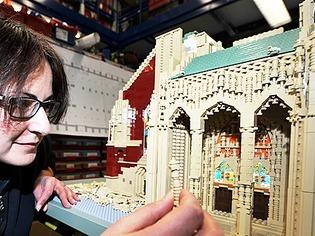 Kein Kinderspiel: Ulmer M�nster wird aus Tausenden Legosteinen nachgebaut