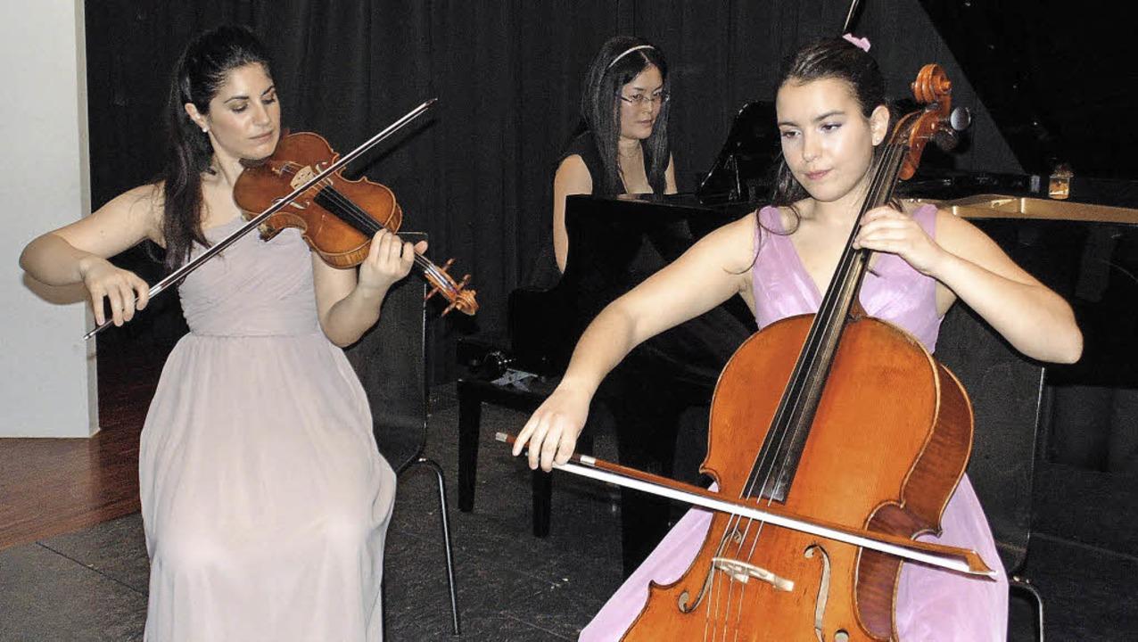Aloisia Dauer, Akane Matsumura und Nat...er spielten im Schlössle (von links).   | Foto: M. Gottstein