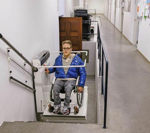 freiburg treppenlift sorgt f r barrierefreiheit badische. Black Bedroom Furniture Sets. Home Design Ideas
