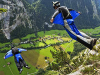 Im freien Fall: Base-Jumping im Berner Oberland