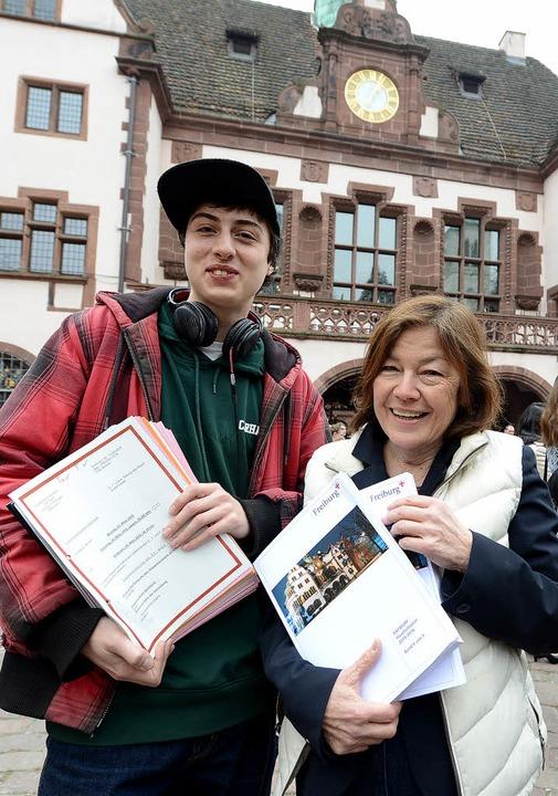 Sergio Schmidt (JPG) und Maria Viethen...ischen Doppelthaushaltplans  2015/2016  | Foto: Rita Eggstein