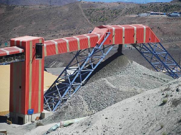 Riesige Anlagen kennzeichnen die Kupfermine El Teniente in Chile.
