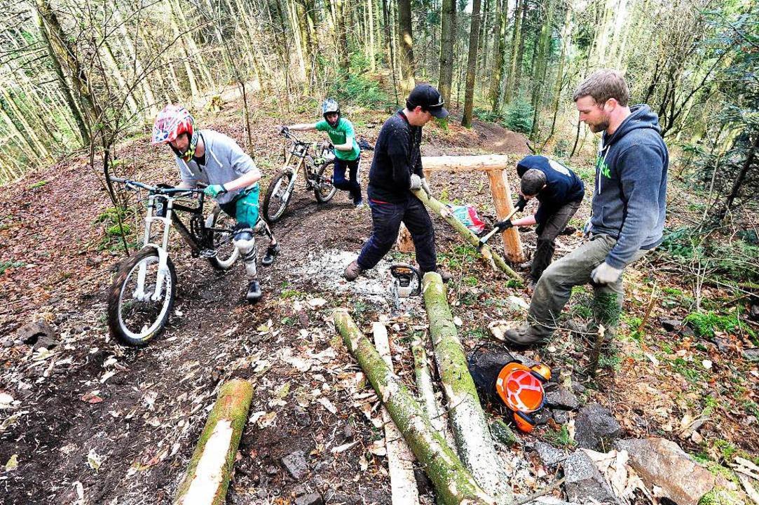 Arbeit und Spaß: Die neue Mountainbikestrecke am Kybfelsen  | Foto: Thomas Kunz