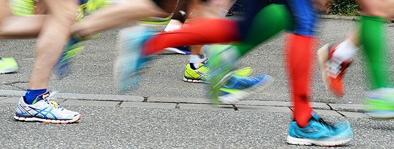 11.137 L�uferinnen und L�ufer haben beim 12. Freiburg-Marathon Wind und Wetter getrotzt