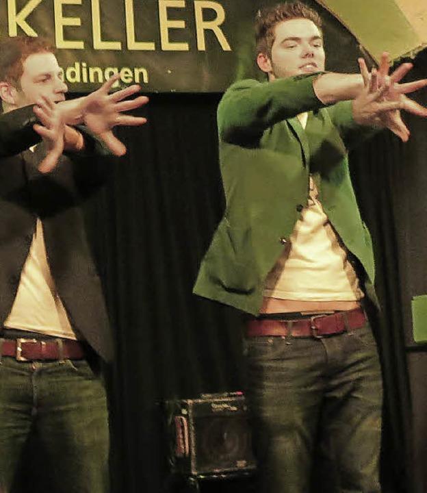 Ben David und Claudio Gnann mit Zaubertricks und Fingerakrobatik  | Foto: Georg Voß