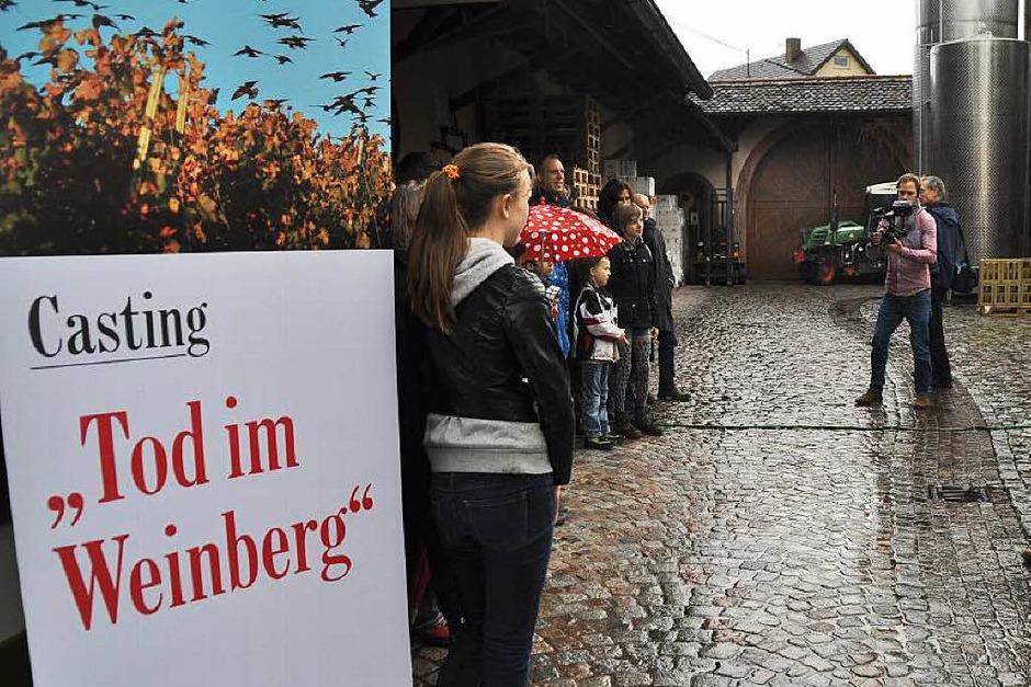 """Achtung Dreharbeiten! Die Straußwirtschaft und das Lager des Gottenheimer Weinguts Hunn waren Schauplatz eines """"Tatort""""-Castings, das sich als Aprilscherz der BZ entpuppte. (Foto: Julius Wilhelm Steckmeister)"""