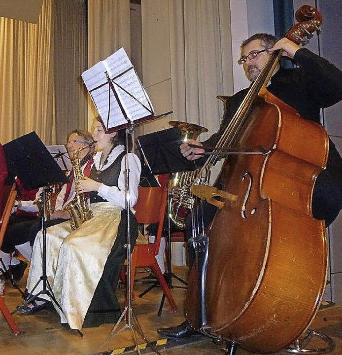 Blasmusik mit Bass: Das gibt es nicht ...auch beim Musikverein aus Appenweier.   | Foto: Anne Freyer