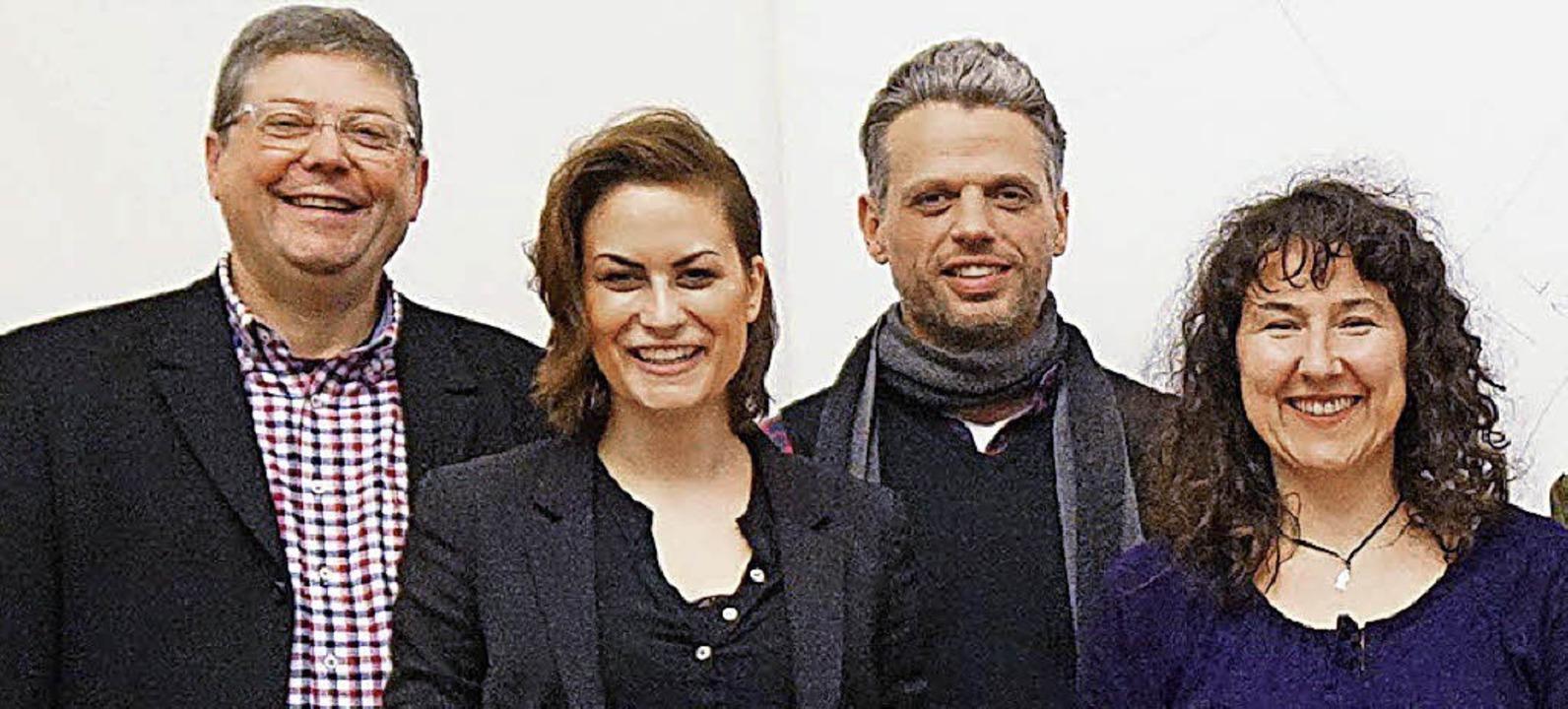 Barbara Leitherer (rechts) ist seit Fr...h und Dozent Mark Zander (von links).   | Foto: Privat